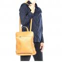 Väčšia moderná tmavo červená kožená kabelka a batoh 2v1 Aveline 2v1